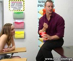 La inocente pelirroja Monica Rise intimando con su profesor