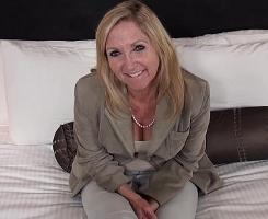 A sus sesenta años se presenta a su primer casting porno