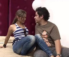 Rica colombiana folla con su chico delante de la cámara