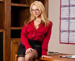 Sarah Vandella deja que su jefe se divierta con su chochito