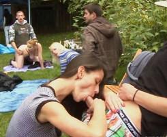 Organizan una fiesta en el jardín y la convierten en orgía