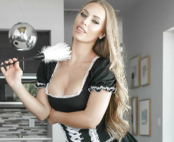 No pudo evitar meterle mano a su sexy sirvienta en casa