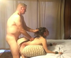 Zorra sumisa deja que su marido la empotre sin piedad