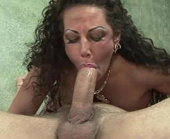 Ama de casa insatisfecha llega al orgasmo con su amante