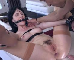 Secretaria se somete a su jefe y termina con el culo abierto