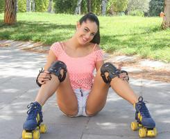 Carolina Abril deja los patines para cabalgar sobre su chico