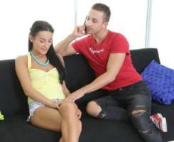 Morena virgen al fin entrega su chochito a su nuevo novio