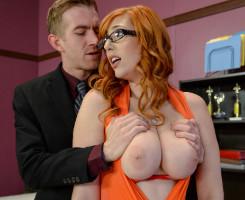 Lauren Phillips se gana a su nuevo jefe dejándose follar el culo